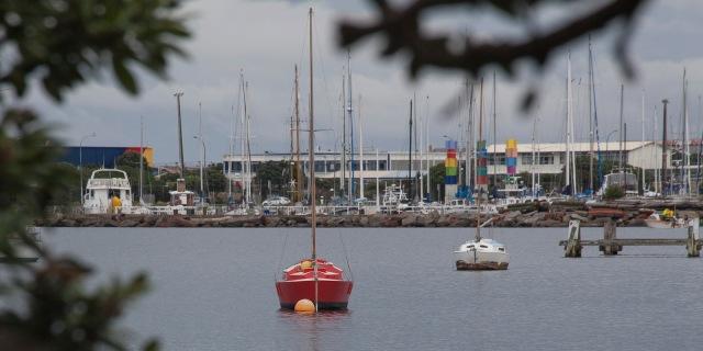 Red yacht, Evans Bay