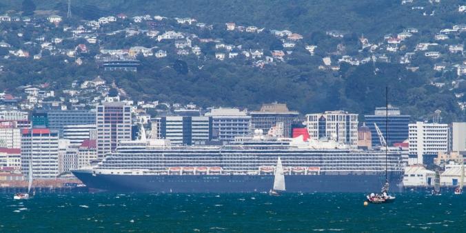 Queen Elizabeth berthed in Wellington