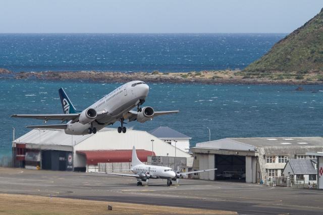 Air New Zealand B737 departing