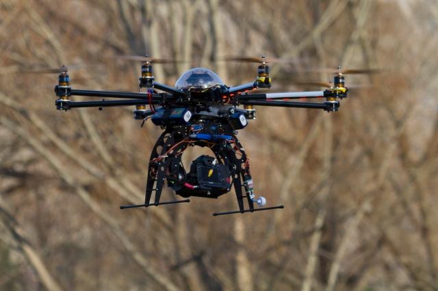 Remote controlled helicopter camera platform
