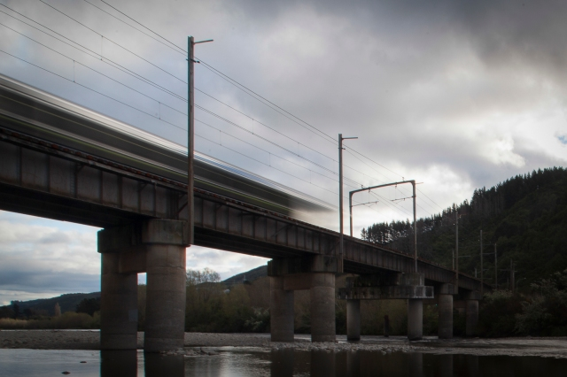 Train crossing the Hutt River at Silverstream