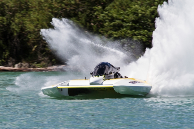 Hydroplane at speed