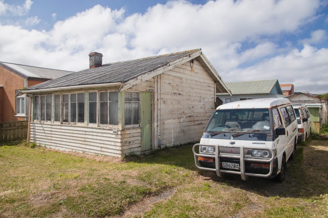 Beach front cottage in Petone